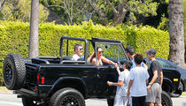 Simon Cowell & GF Lauren Silverman Hit Up Lemonade Stand