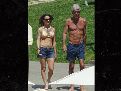 Anthony Bourdain and Girlfriend Are Ripped in Rome