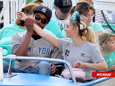 Corinne Olympios, DeMario Jackson NOT Dating, Disneyland Pics Are a Fairy Tale