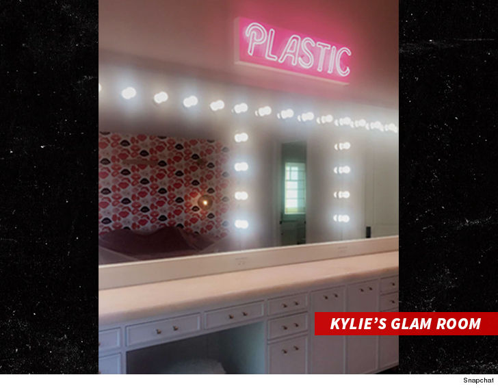 Kylie Jenner Drops Around $10k on Pink Neon \'PLASTIC\' Sign for ...
