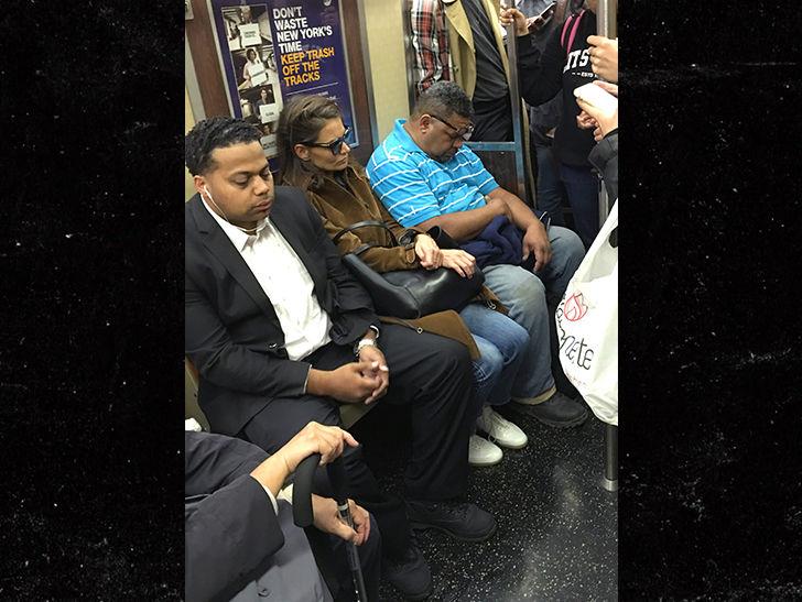 Katie holmes takes subway in new york city for Tmz tour new york city