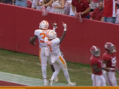 University of Tennessee Player Flips Double Bird at Alabama Fans