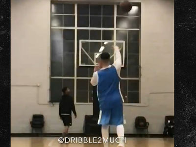 Drake Hits 2 Trick Shots In a Row, Calls Out Raptors Stars