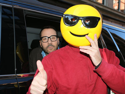 Jeremy Piven Cracks Smile, Denies Sexual Assault Allegations