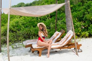 Italian Mystery Models On Vacay In Maldives
