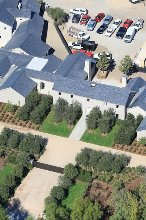 <p>Kim and Kanye have kicked the hustle into high gear to get their house move-in ready. Aerial shots of the grounds show they're getting a lot greener ... with several trees, shrubs and bushes.</p>