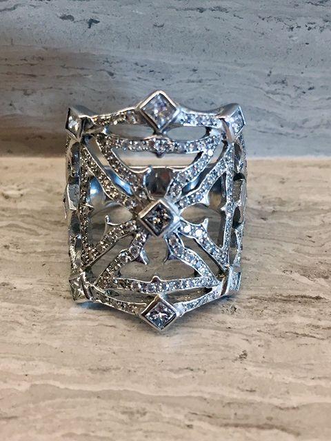 Beautiful 18K White Gold Diamond Ring Worn by Cher