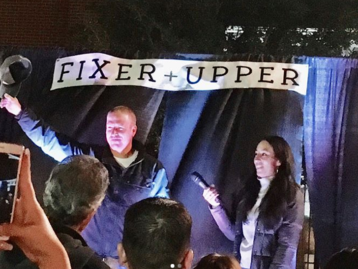 39 fixer upper 39 stars chip and joanna gaines host last season premiere party celebrity sector. Black Bedroom Furniture Sets. Home Design Ideas