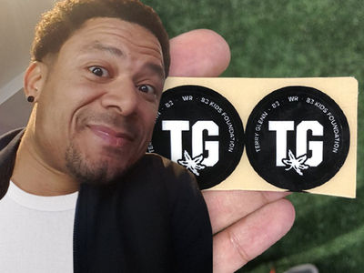 Ohio State FB Honor Terry Glenn with Helmet Decal Against Michigan