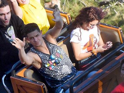 Sarah Hyland Texts On Disneyland's Big Thunder Mountain Roller Coaster