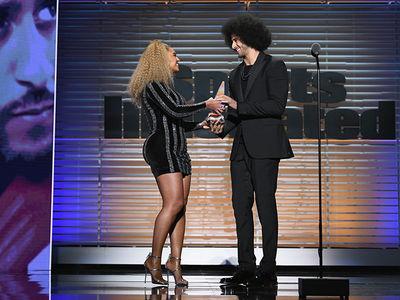 Beyonce Presents Muhammad Ali Award To Colin Kaepernick