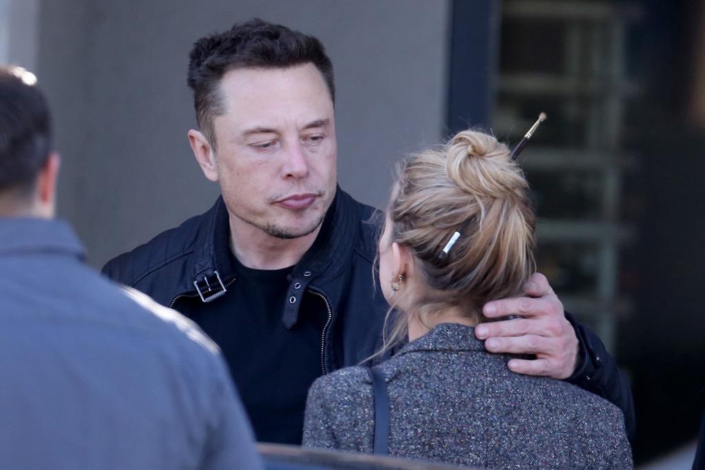 Elon Musk And Amber Heard Kissing And Hugging Photos