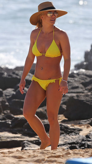Britney Spears -- Teenie Weenie Yellow Hawaii Bikini