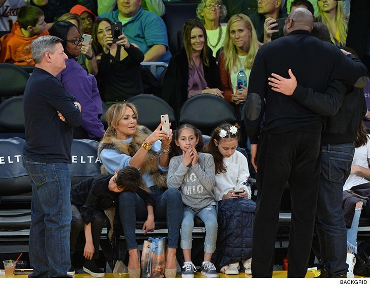 Rod has family night at the Lakers game