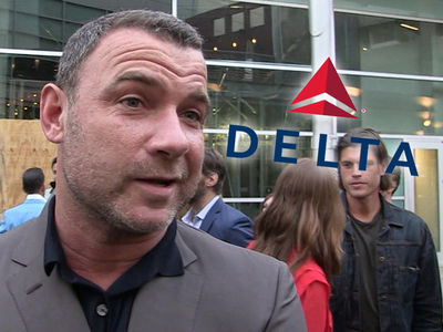 Liev Schreiber Gets Delta's Attention, Luggage Found!!!