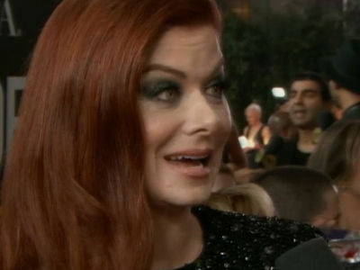 Debra Messing Calls Out E! at Golden Globes for Catt Sadler 'Pay Disparity'