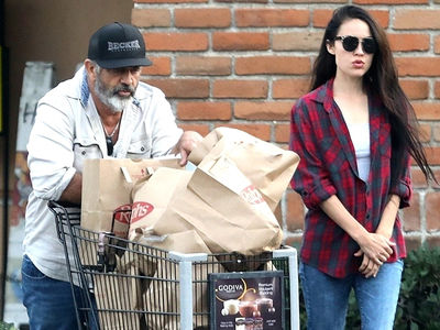 Mel Gibson and Girlfriend Grocery Shop in Malibu