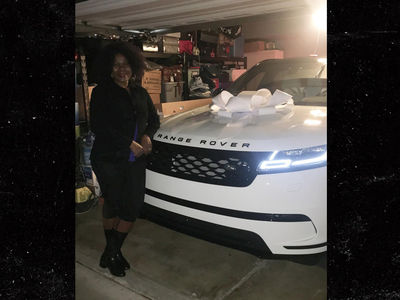 Dallas Cowboys Player Buys Range Rover for Mother's Birthday