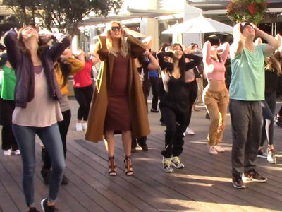 Khloe Kardashian Dances with Flash Mob While 6 Months Pregnant