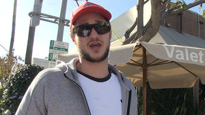 Danilo Gallinari Warns NBA Players: Stop Fighting, Trust My Broken Hand!!