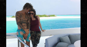 Justin Bieber Reunited, Vacationing with Mom, Pattie Mallette
