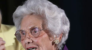 Connie Sawyer, Hollywood's Oldest Working Actress Dies at 105