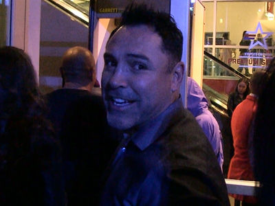 Oscar De La Hoya Says Floyd Mayweather Wouldn't Last 10 Seconds in UFC Fight