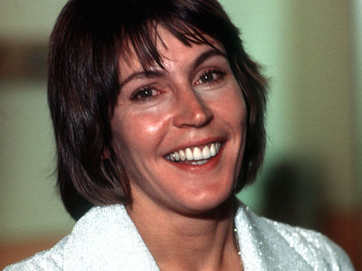 """I Am Woman"" Singer Helen Reddy 'Memba Her?!"
