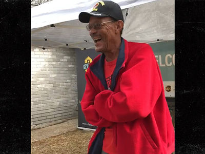 J.J. Watt Helps Move Hurricane Harvey Victims Back Home