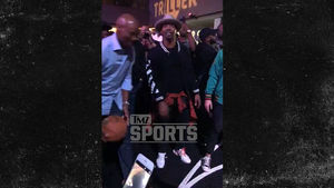 Jamie Foxx Schools Byron Scott in Impromptu Three-Point Contest