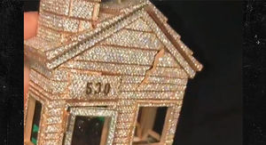 Offset's Trap House Chain from Cardi B Worth $250k