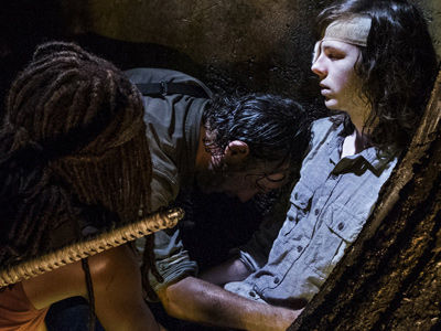 'Walking Dead' Returns: We NEED to Talk About MAJOR Death & BLOODY Flash-Forward