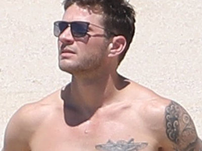How the Hell Does Ryan Phillippe Still Look Like THIS at 43? His Abs Are Seriously SHREDDED