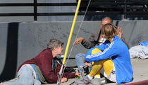 Justin Bieber Sits on the Ground to Chat Up Homeless Couple