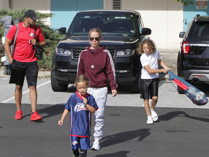 Kendra Wilkinson & Hank Baskett Still One Big Happy Family Amid Divorce