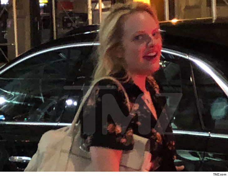 Elisabeth Moss Making Out with Mystery Man in NYC