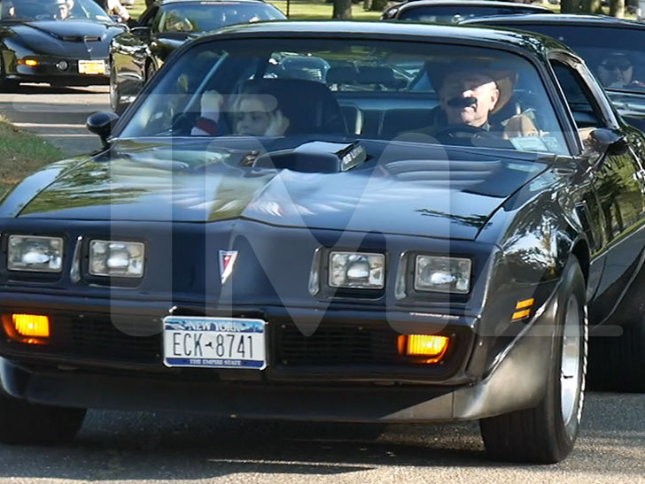 Burt Reynolds Honored At New York Car Show With Trans Am Salute - Eisenhower park car show